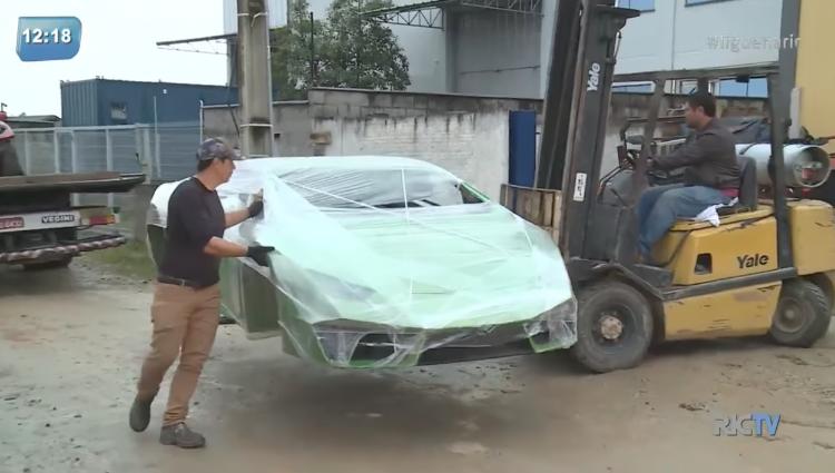 Hallan en Brasil un taller que armaba autos Ferrari y Lamborghini 'piratas'