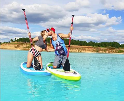 """Las Maldivas Siberianas, un bello lago que atrae a """"instagrammers"""", pero es un peligroso tiradero"""