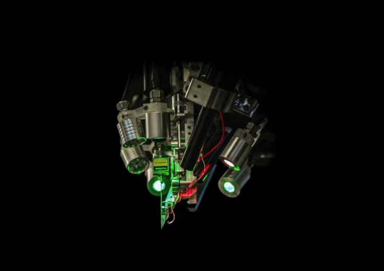 Elon Musk quiere conectar el cerebro con las computadoras para mejorar a los humanos
