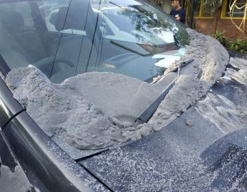 Video: Erupción del volcán Tangkuban Parahu en Indonesia provoca una nube de ceniza de 200 m