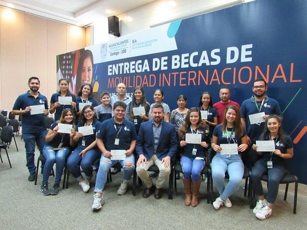 Jóvenes calvillenses irán a estudiar a Ecuador