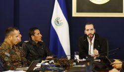 Presidente de El Salvador se distancia de sus vecinos y…