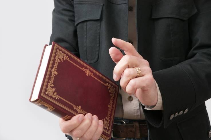 Sacerdote abusó de al menos tres personas con el pretexto de exorcizar espíritus