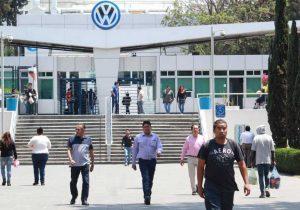 Volkswagen inicia periodo vacacional, frenará sus líneas de producción