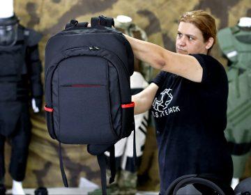 Aumenta la venta de mochilas a prueba de balas tras los tiroteos en EU