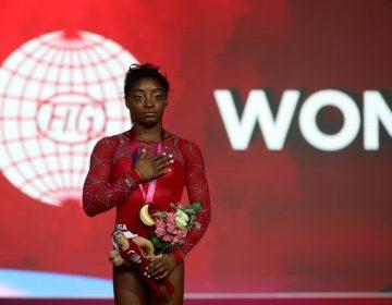El hermano de la medallista olímpica Simone Biles es acusado de triple asesinato