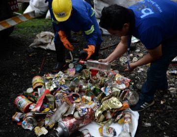 Nepal prohíbe los plásticos de un solo uso en el Everest ante el exceso de basura de alpinistas