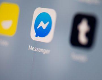 Facebook escucha a sus usuarios y paga para transcribir audios
