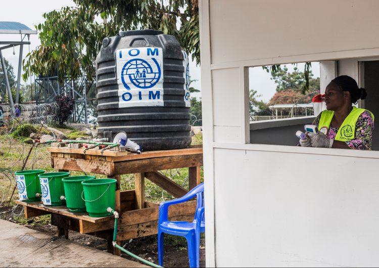 Ruanda cierra su frontera con el Congo por el brote de ébola