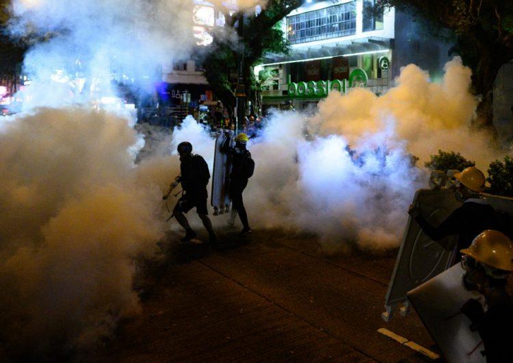 Hong Kong: policía dispara gas lacrimógeno contra los manifestantes