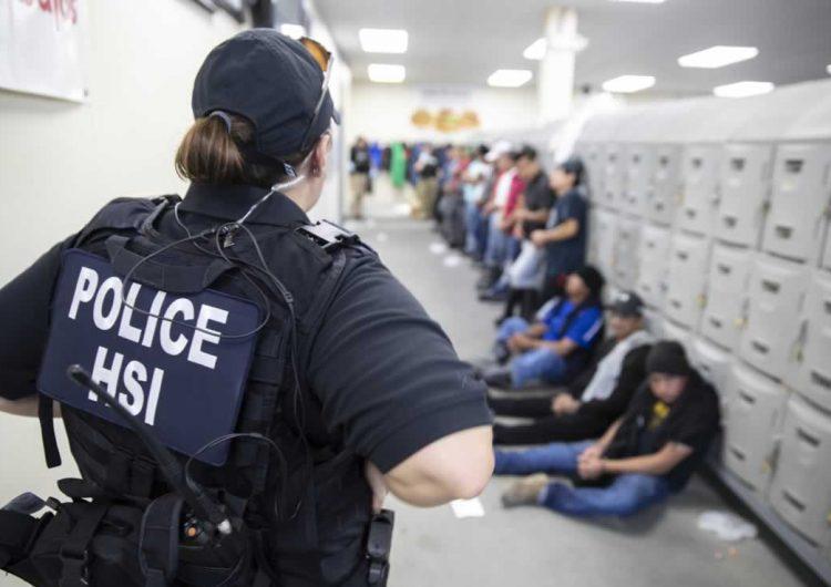 Detienen a 107 mexicanos en redadas en Misisipi