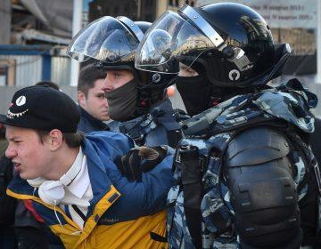Manifestación autorizada rompe récord en Rusia, ¿qué otros países regulan las protestas?