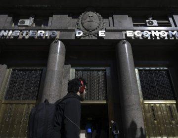Peso argentino se aprecia tras llamados a la calma de Macri y Fernández
