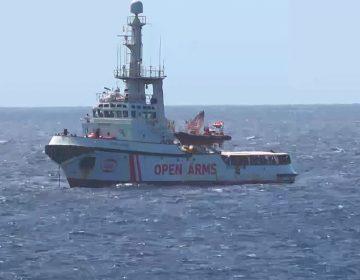 Migrantes rescatados por Open Arms, sin desembarcar por bloqueo del Ministro italiano