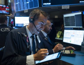 Wall Street bajó derribada por guerra comercial entre China y EU