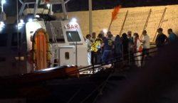 Italia autoriza el desembarco de 27 menores; 108 personas permaneces…