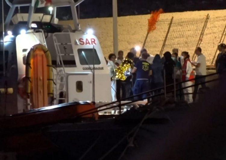 Italia autoriza el desembarco de 27 menores; 108 personas permanecen en el barco de Open Arms