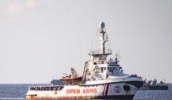 Fiscalía italiana ordena el desembarco inmediato de los migrantes del…