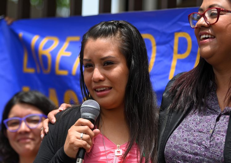 Absuelta Evelyn Hernández, la mujer salvadoreña acusada del homicidio de su hijo