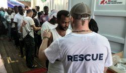 El barco rescatista 'Ocean Viking' alerta que solo tiene comida…