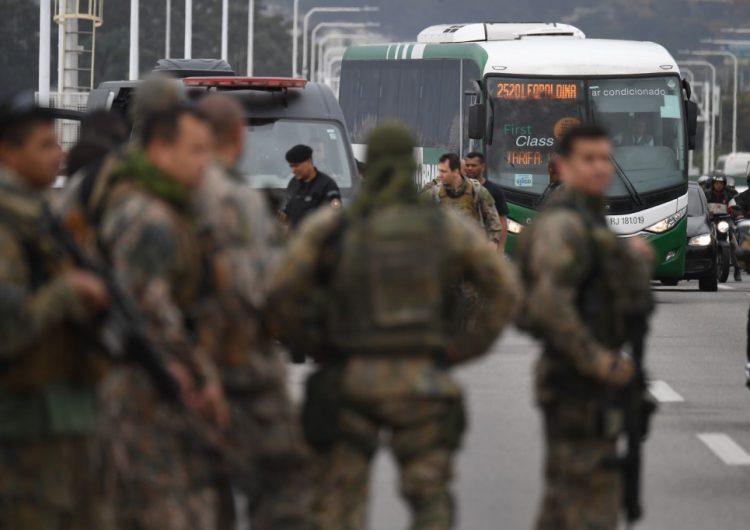Hombre armado que secuestró autobús con 31 personas en Río de Janeiro es abatido