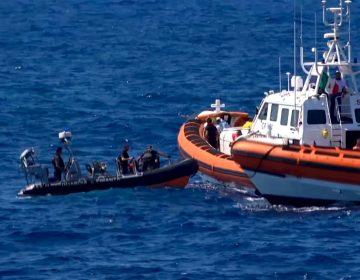 El drama continúa a bordo del barco humanitario Open Arms, más migrantes se arrojan al mar