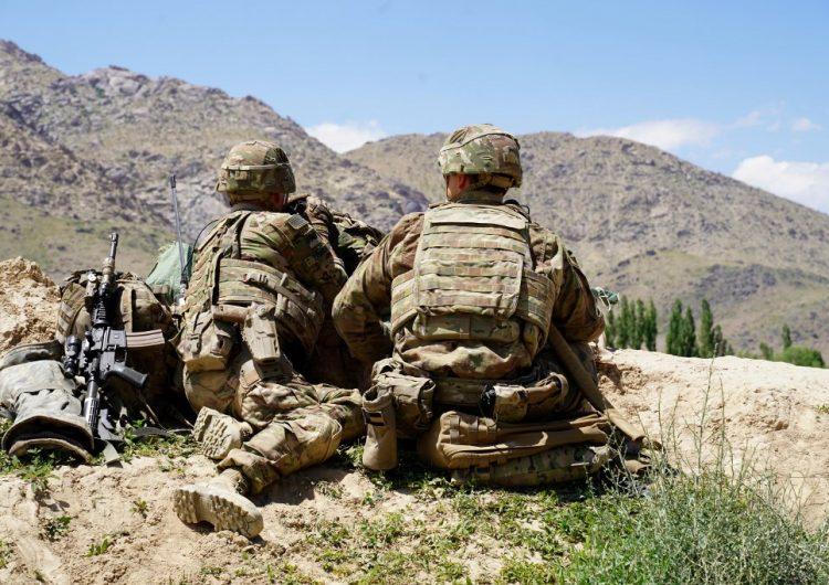 Hijos de militares de EU nacidos en el extranjero no recibirán ciudadanía automática