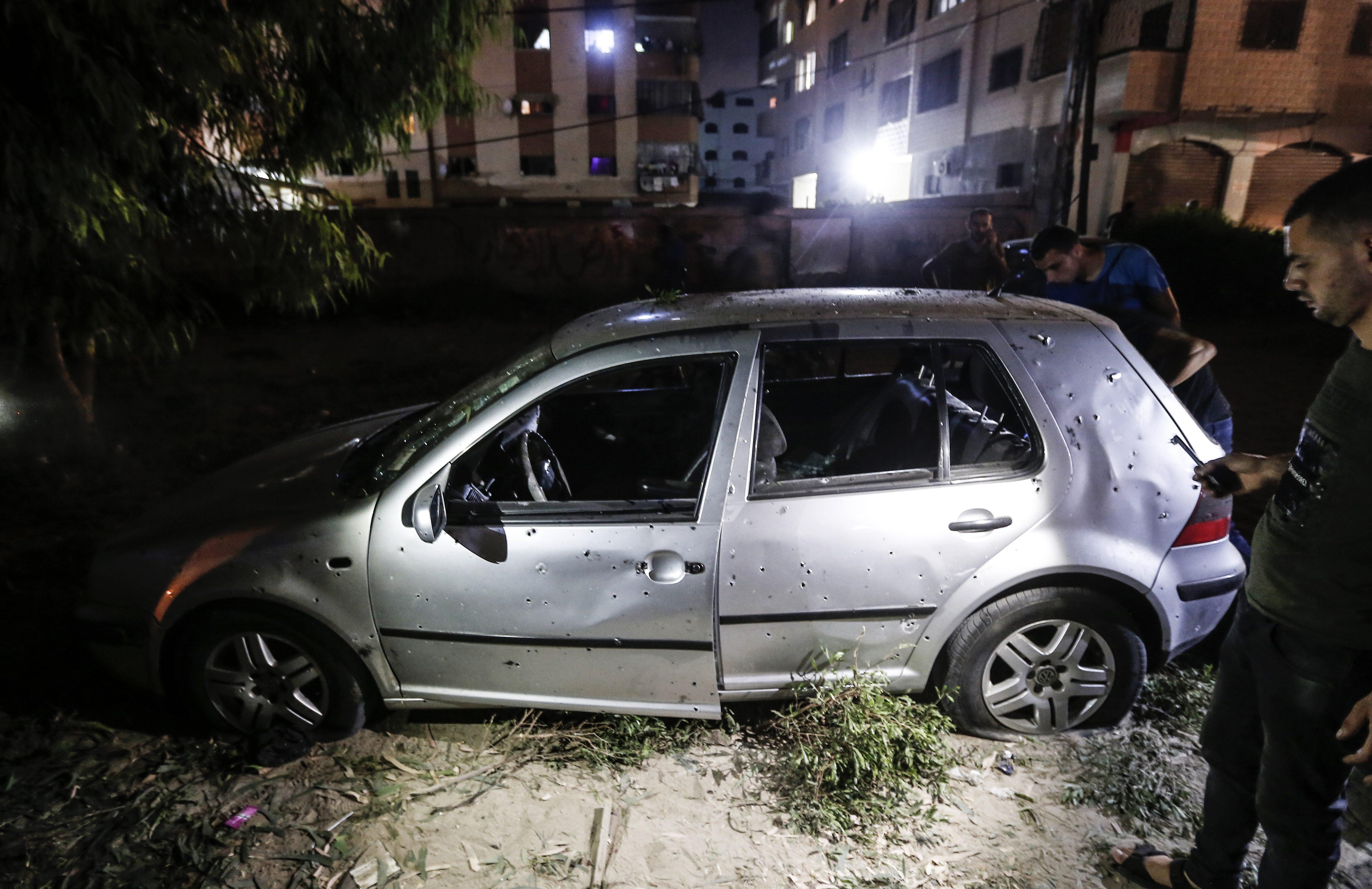 Dos policías palestinos muertos en explosiones en puestos de control en Gaza