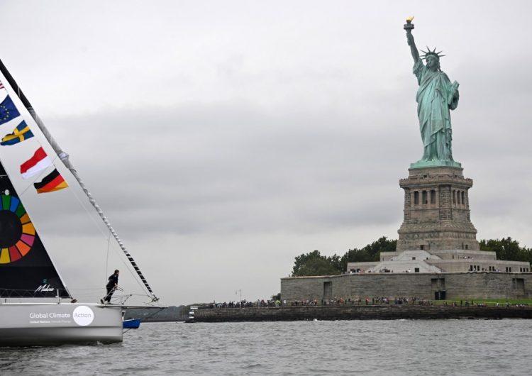 """La activista Greta Thunberg llega a Nueva York en un velero """"cero carbono"""""""
