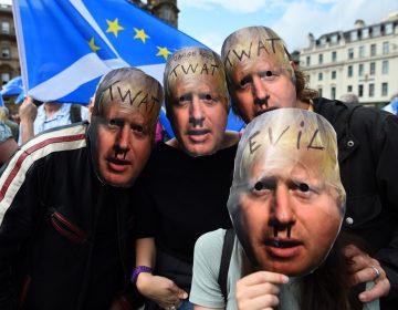 """Miles de británicos protestan contra el """"golpe de Estado"""" de Boris Johnson"""