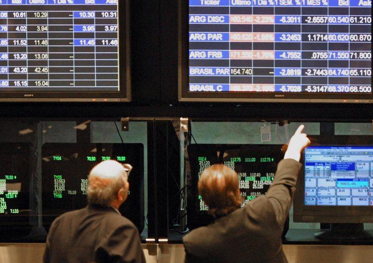 Tras la caída del peso argentino, se deprecian las monedas de seis países latinoamericanos
