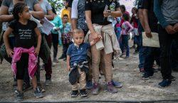 El gobierno de Trump permitirá detener familias migrantes con niños…