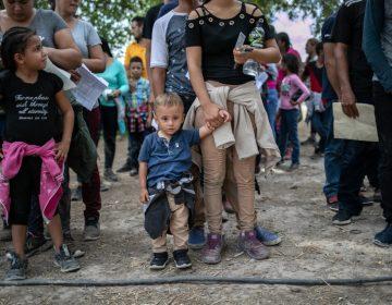 El gobierno de Trump permitirá detener familias migrantes con niños por tiempo indefinido