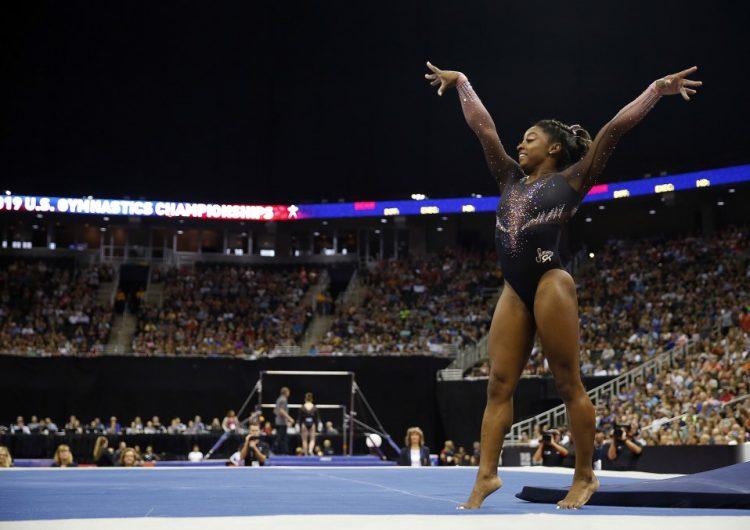 Video: El doble-triple con el que Simone Biles hizo historia en el Campeonato de Gimnasia de EU