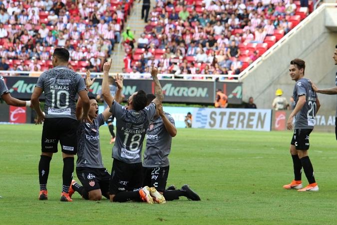 Necaxa derrota a Chivas y trepa al quinto lugar general