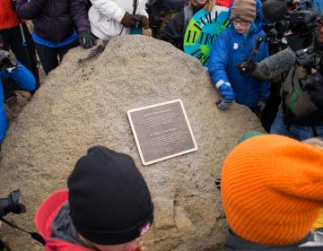 """La historia de la muerte del glaciar """"Ok"""" en Islandia y una placa que alerta al futuro"""