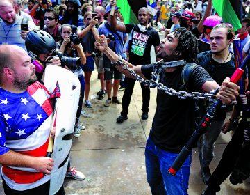 Terry McAuliffe, exgobernador de Virginia, da una mirada a la tragedia de Charlottesville