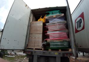 Encuentran tres cajas de tráiler con 58 toneladas de mercancía robada