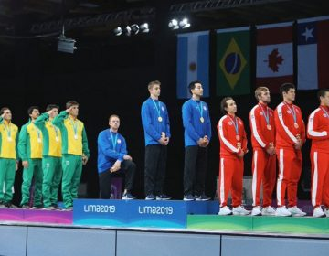 Comité Olímpico de EU evalúa sancionar a atletas que protestaron por racismo y trato a migrantes