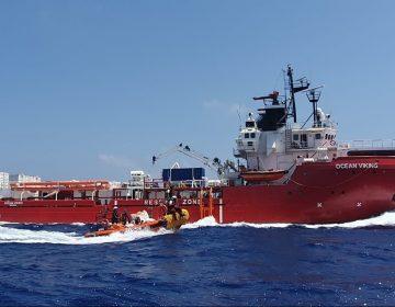 El barco rescatista Ocean Viking sigue a la espera de un puerto seguro para desembarcar