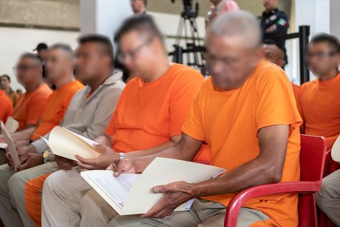 Concluyen la preparatoria 27 internos del CERESO de El Llano