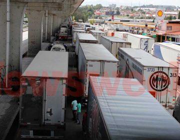 Bloqueo caótico en carreteras poblanas; pararon empresas