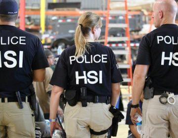 Detienen a 680 trabajadores migrantes en plantas procesadoras en Misisipi