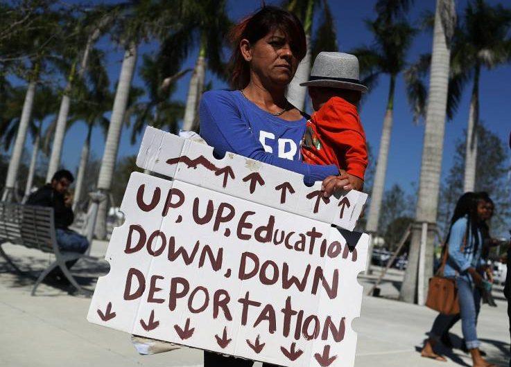 La administración de Trump quería impedir que niños inmigrantes asistan a escuelas públicas