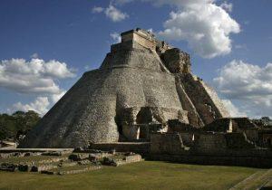 El INAH restaura muro de 3 km alrededor de Uxmal, una antigua ciudad maya