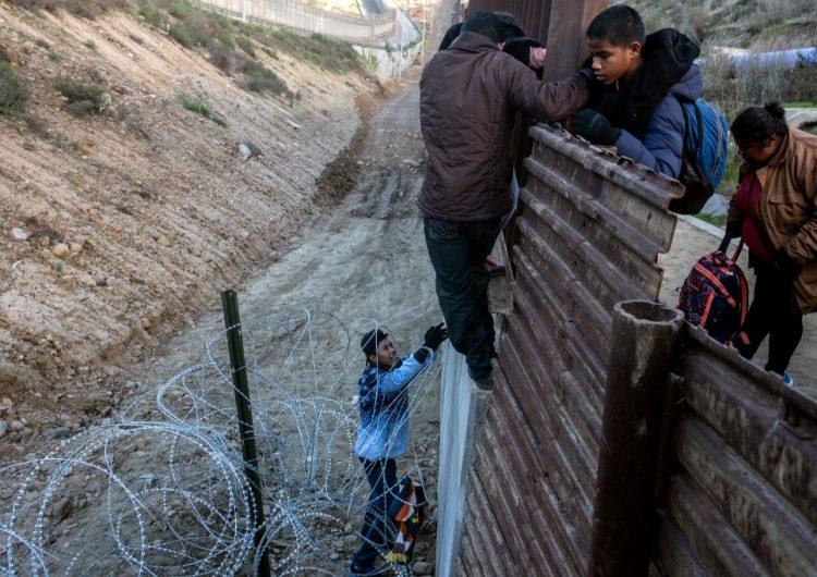 El gobierno de Trump no podrá derogar el acuerdo que limita el tiempo de detención para niños migrantes