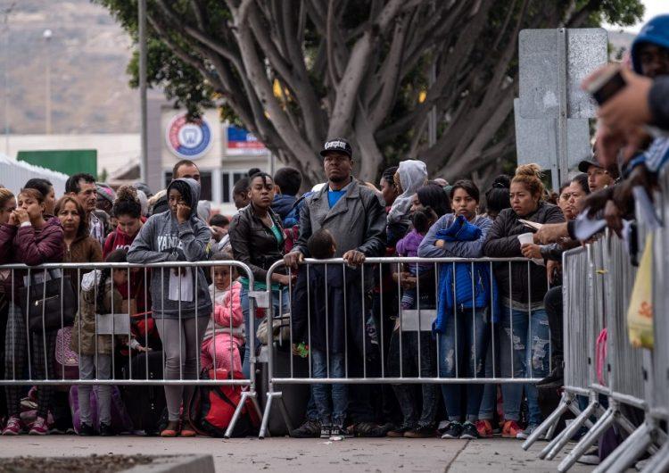 Más de un millón de casos esperan una respuesta en cortes de inmigración de EU