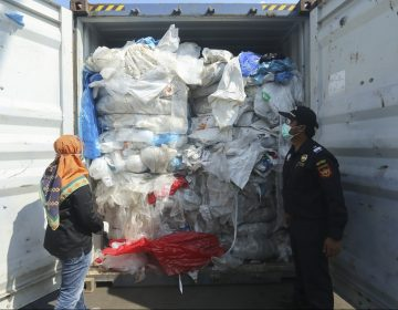 Indonesia intensifica devoluciones de contenedores de desechos