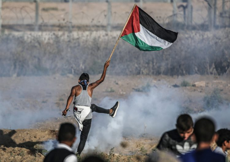 Dos palestinos asesinados por disparos israelíes en disturbios cerca de Gaza