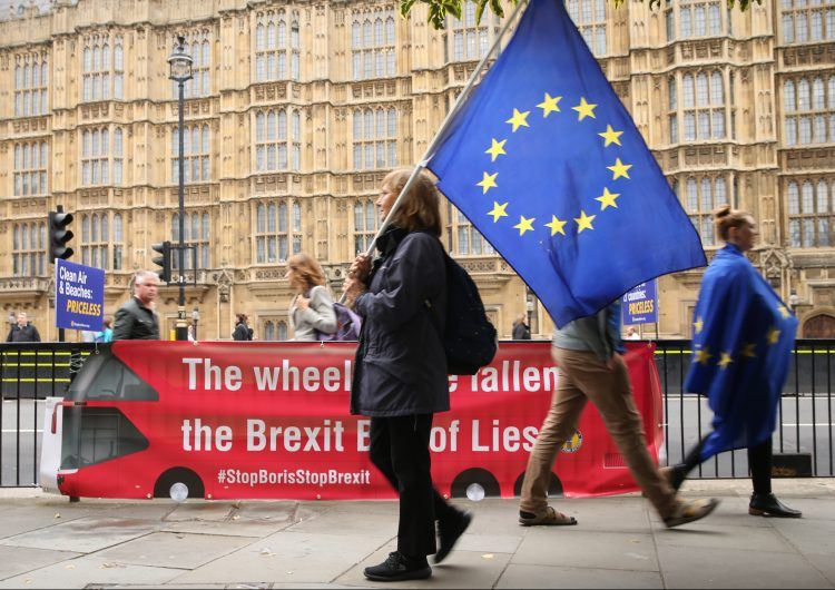 Isabel II promulga la ley para bloquear un Brexit sin acuerdo el 31 de octubre